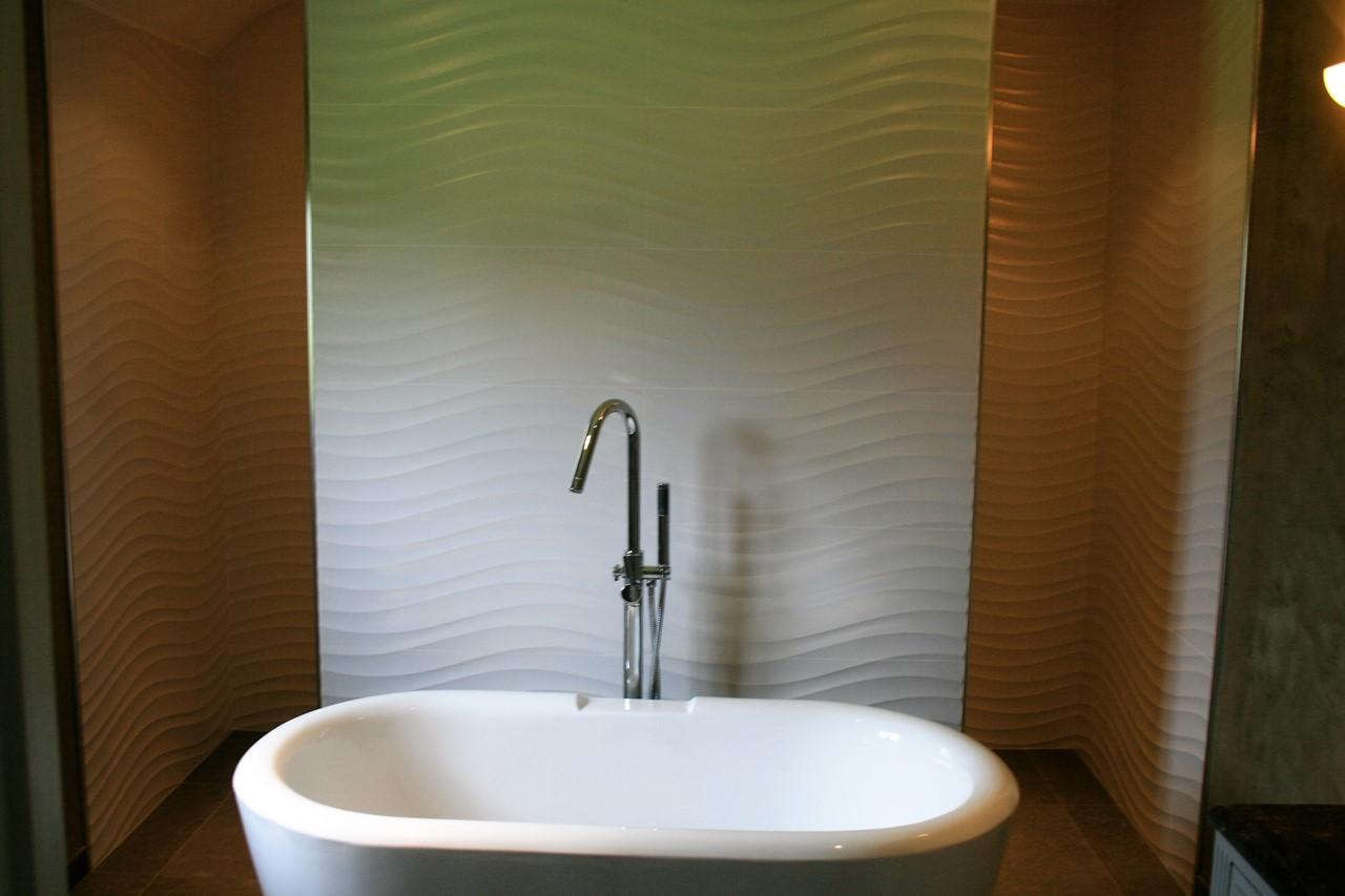 Fa ence murale de salle de bains paveca paveca for Robinetterie murale salle de bain